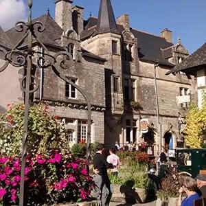 Vue sur Rochefort-en-terre, accès aux activités touristique de la région Bretagne