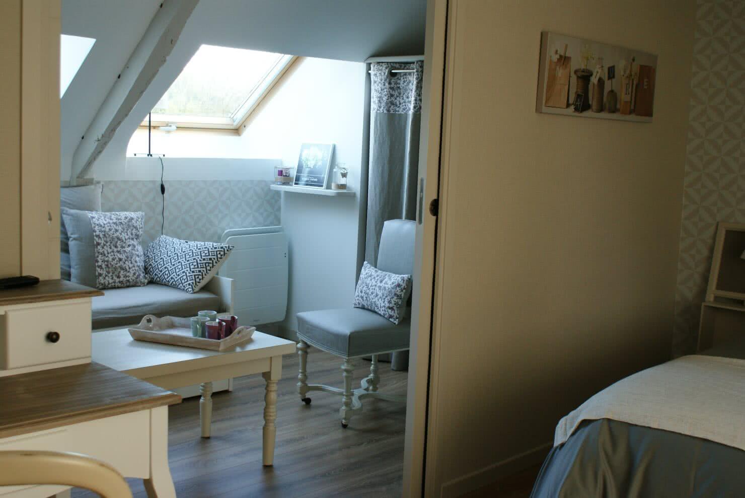 Chambre d'hôtes Ti Milin - Vue sur le petit salon accès communiquant avec l'espace nuit